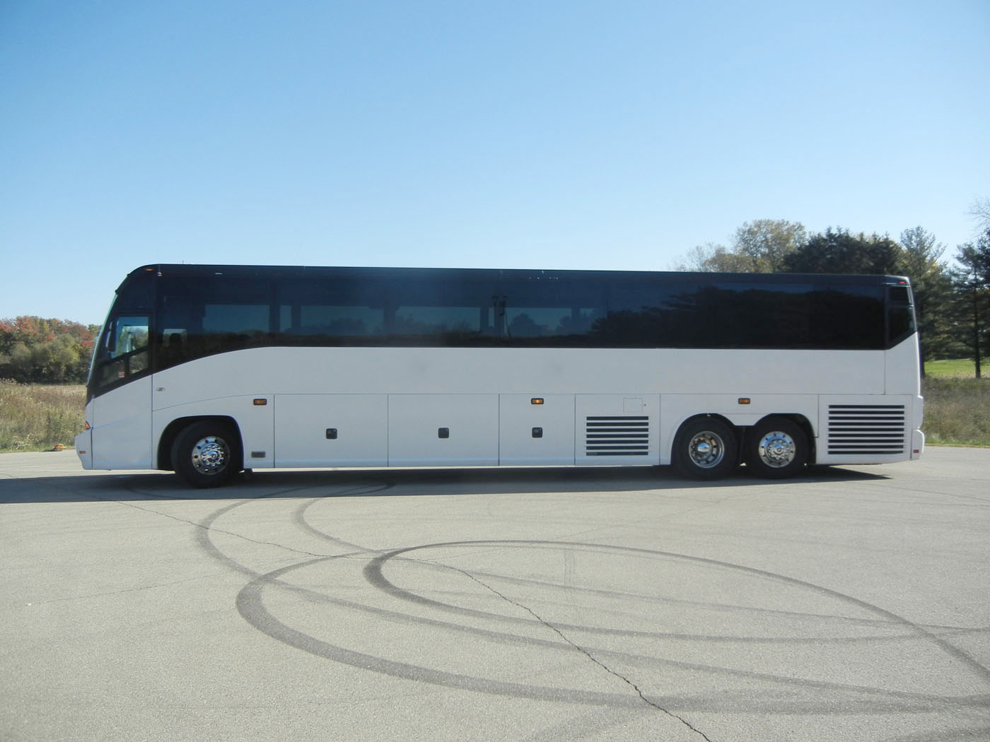 2003 MCI E4500 Renaissance 1-Owner Bus | Buses and More
